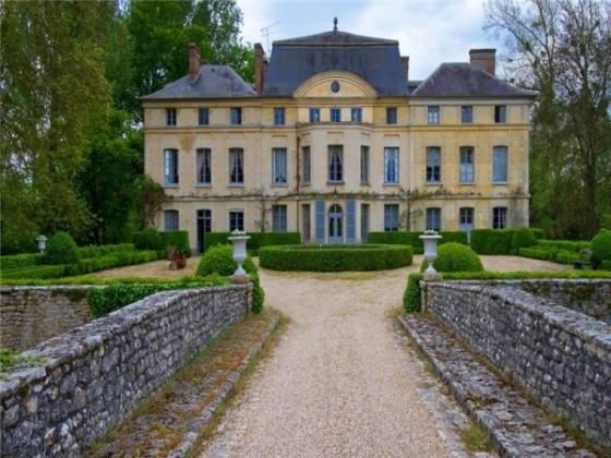 Chateau-de-Primard entrancejpg