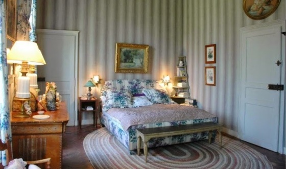 Chateau-de-Primard-France-Catherine-Deneuve-bedroom1