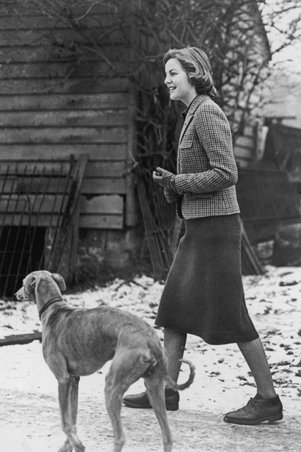 deborah-mitford-vogue-1940-25sep14-getty_b_426x639